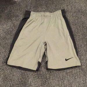 boys athletic nike shorts size youth small!!